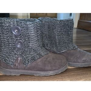 💥2/$25💥 Gray Knit Boots